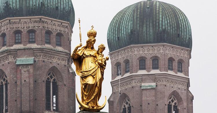 Frauenkirche Minhen - Bogorodičina crkva kupole i statua