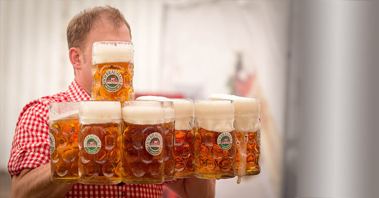 Oktoberfest bavarsko pivo krigle