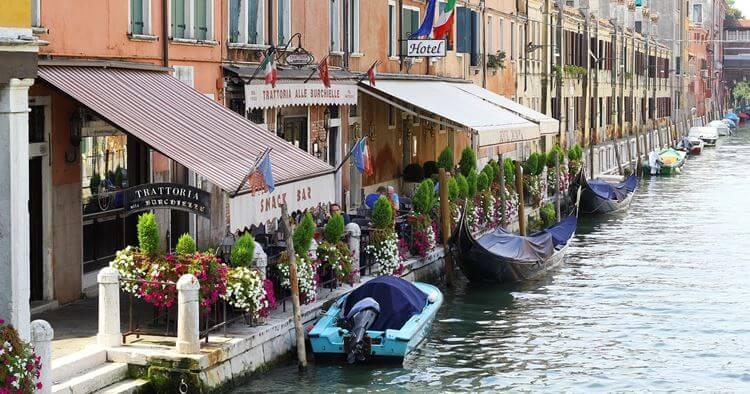 Venecija restorani kanali i gondole