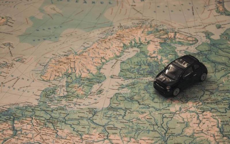 Automobil na karti sveta