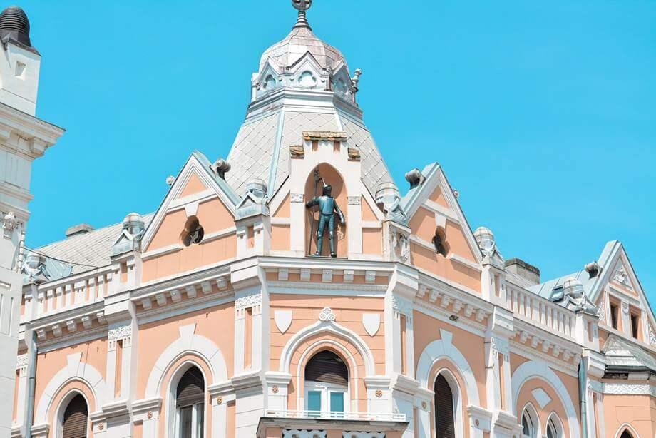 Neobična zgrada u Novom Sadu