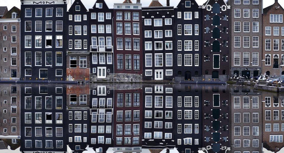 Pogled na reku Amstel u Amsterdamu