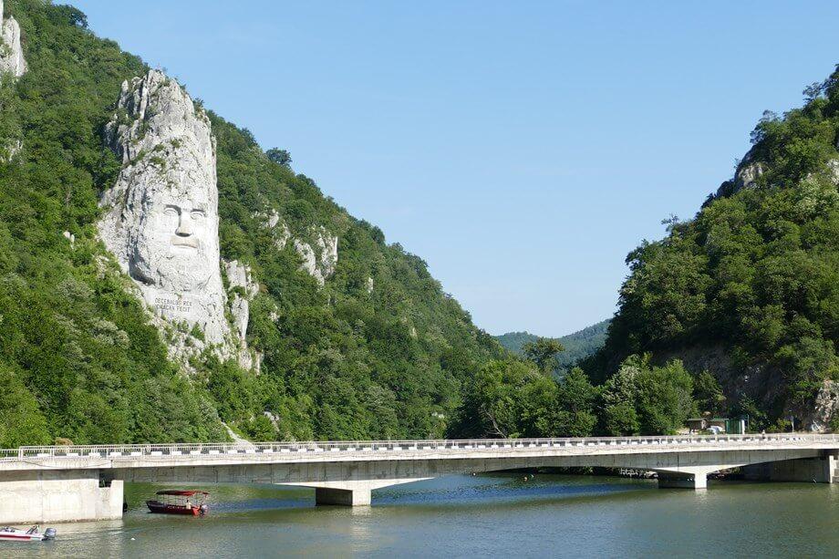 Most iznad reke Dunav kod Đerdapske klisure