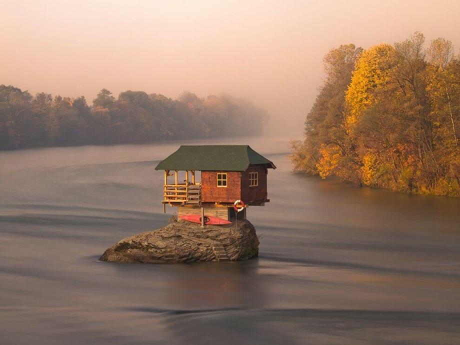 Kuća na sred reke Drine