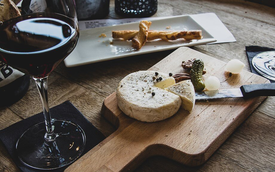 Švajcarski sir na dasci