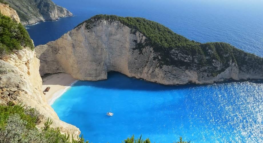 Uvala na plaži Azurne obale