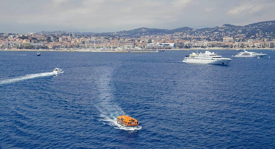 Azurna obala, more, brodovi, pejzaž
