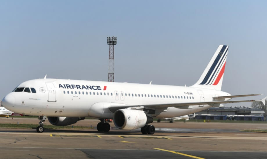 Avion Air France avio-kompanije parkiran na pisti