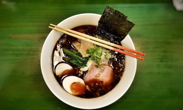 Japansko jelo - ramen nudle sa mesom i jajetom