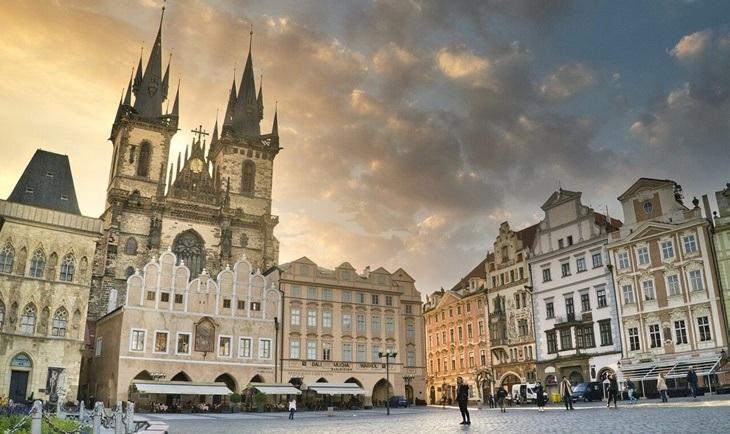 Katedrala na gradskom trgu u Pragu