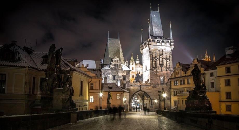 Grad Prag noću