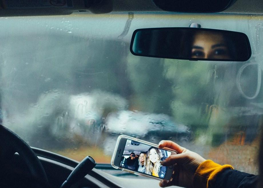 Slikanje selfie u automobilu