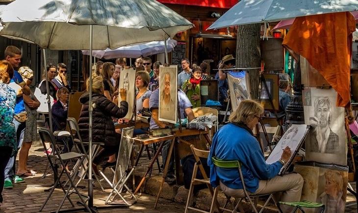 Slikari koji slikaju na ulici