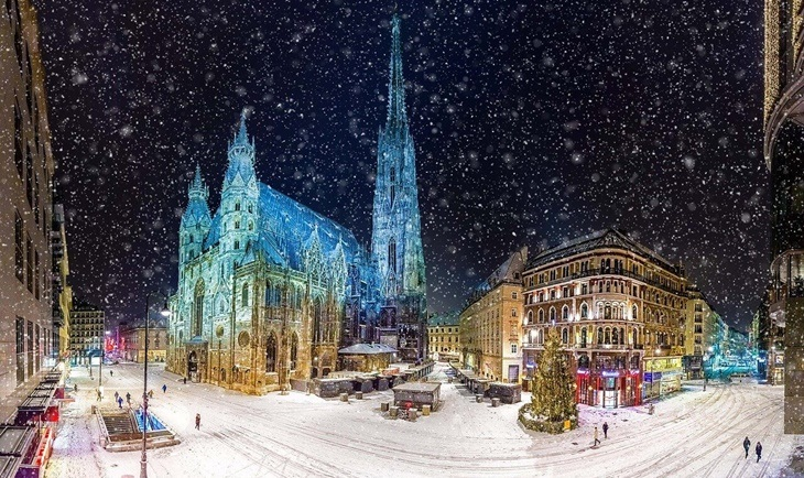 Gradski trg u Beču pod snegom