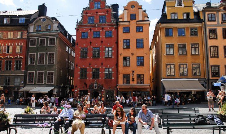 Zgrade različitih boja u Štokholmu