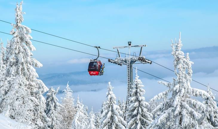 Gondola na planini na kojoj je pao sne