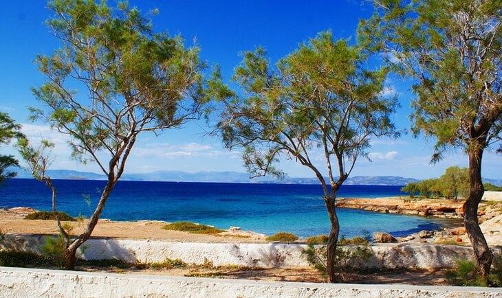 Pogled na plažu i more