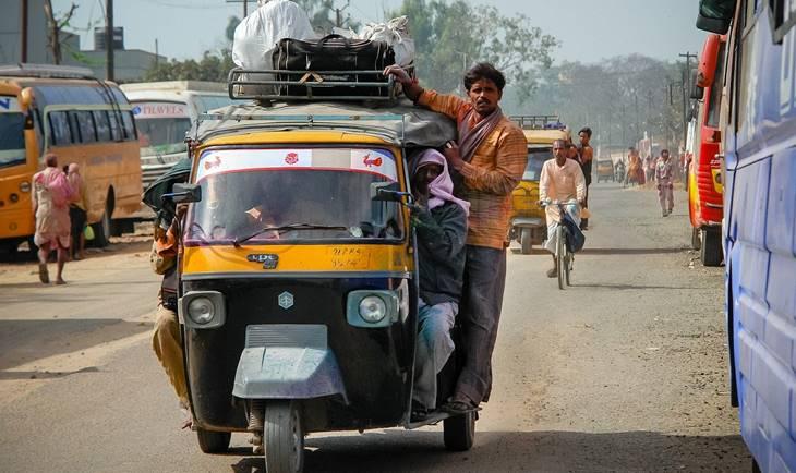 Prevoz rikšom na ulicama indije