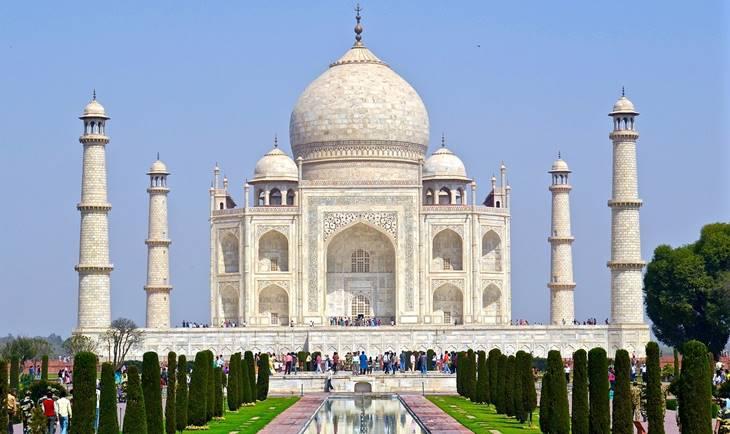 Pogled na hram Tadž Mahal u indiji