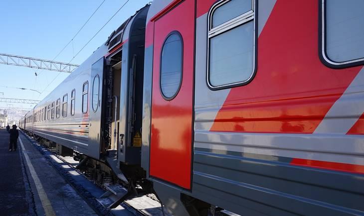 Crveno plavi voz na stanici