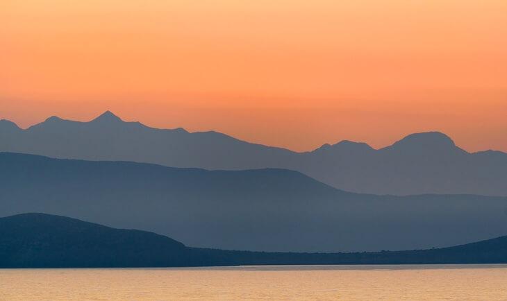 Pogled na zalazak sunca iza Saronskih ostrva