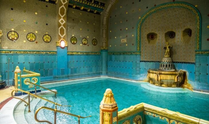 unutrašnjost termalnog kupatila u Mađarskoj