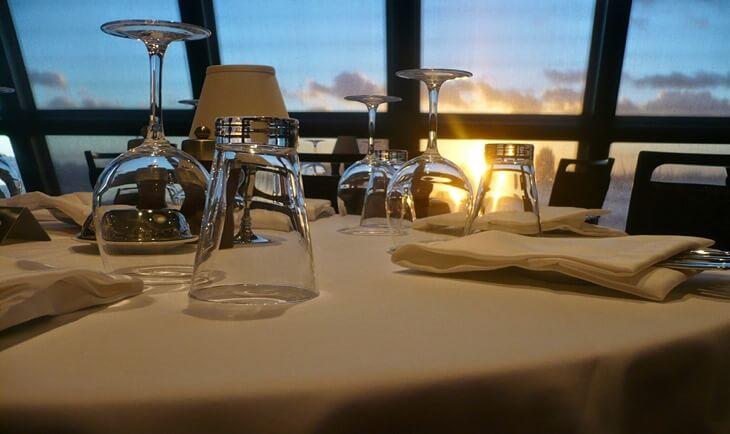 Prikaz čaša u restoranu na Srebrnom jezeru