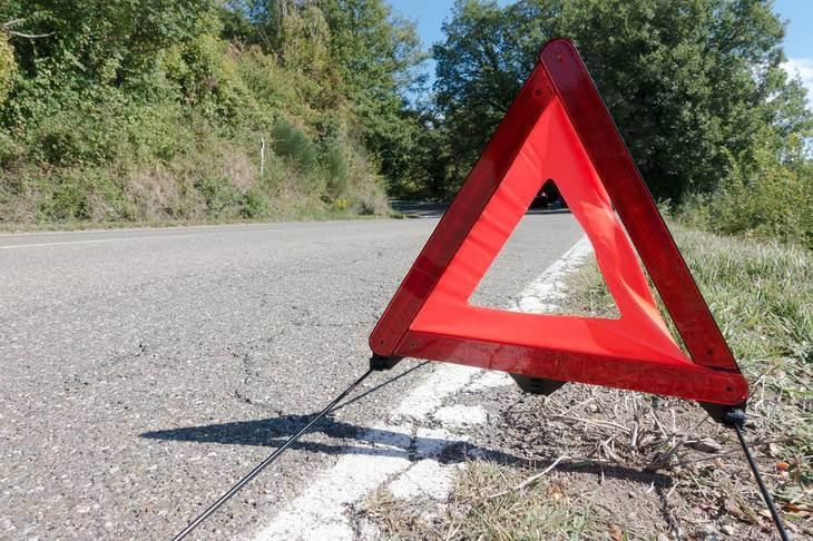 Prikaz saobraćajnog znaka koji označava kvar na putu