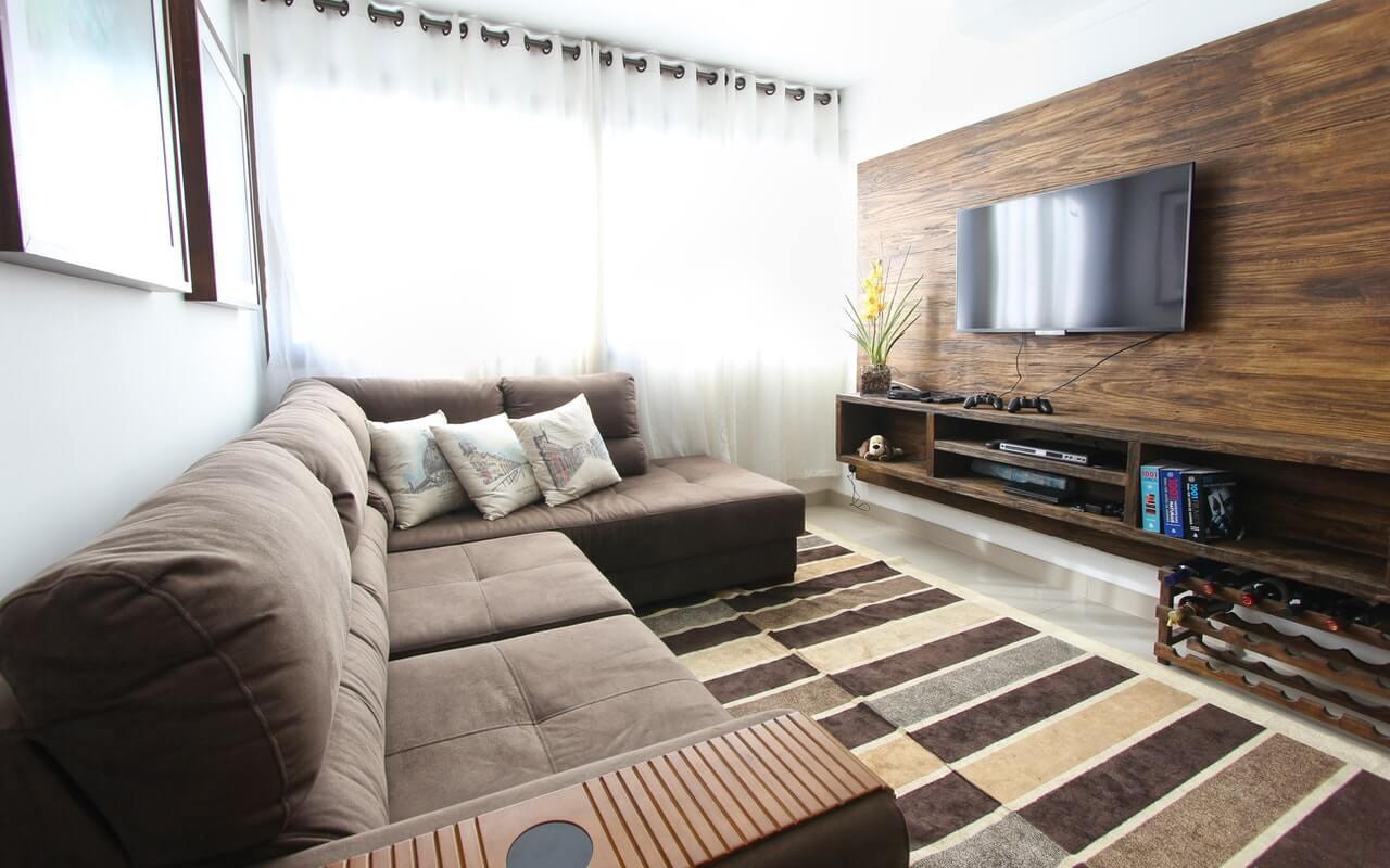 enterijer apartmana u toplim, zemljanim bojama